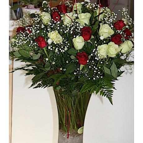 20141218073903_sharp_Red White Roses R850.00 (2)