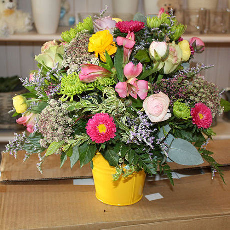 20150120133347_Arrangement – Yellow pot – Arrangement in a pot – R350